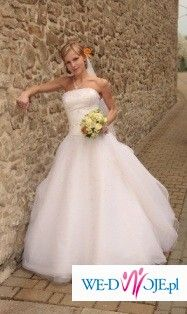 Śnieżnobiała suknia ślubna model Bali kolekcja Annais