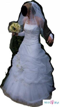 Śnieżnobiała suknia ślubna - poprawki krawieckie w cenie sukni
