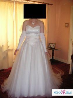 Śnieżnobiała ,tiulowa suknia ślubna z trenem