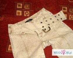 Spodnie z klamrą