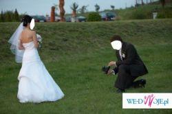 """Sprzedam białą suknię ślubną szytą w salonie sukien ślubnych """"Mezzo""""."""
