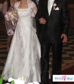 Sprzedam białą suknię ślubną z trenem