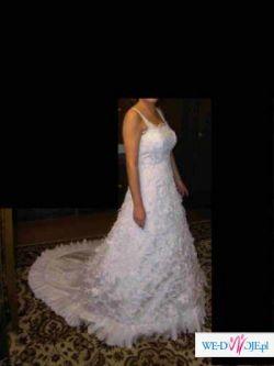Sprzedam białą suknię z trenem