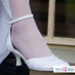 Sprzedam białe buty tanio
