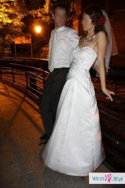 Sprzedam klasyczną i elegancką suknię ślubną