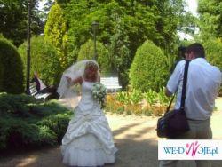 Sprzedam oyginalną  suknię ślubna w kolorze ecru z lekko marszczonej tafty