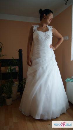 Sprzedam Piękną białą suknie.
