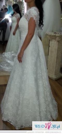 Sprzedam piękną koronkową suknię ślubną.