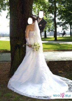 Sprzedam piękną koronkową suknie w kolorze białym + dodatki