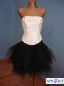 Sprzedam piękną, nową czarną spódniczkę :)