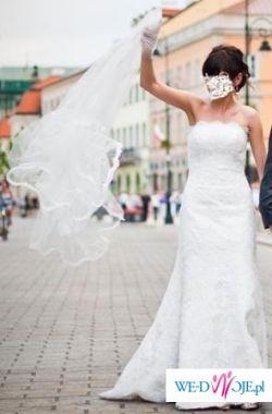 Sprzedam piękną suknię koronkową koloru śmietankowego