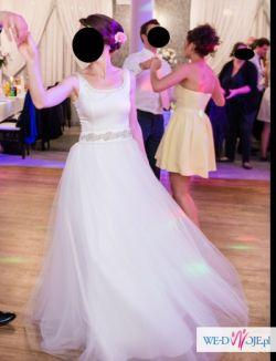 Sprzedam piękną suknię ślubną - elegancka, kobieca - komplet welon, pas, halka
