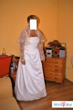 Sprzedam piękną suknie ślubną szytą na miarę z długim trenem!