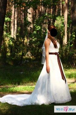 Sprzedam piekną suknię ślubną z trenem