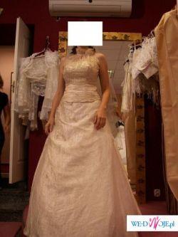 Sprzedam piekna suknie w kolorze szampanskim