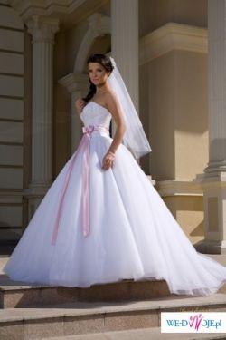 Sprzedam po 14 sierpnia 2010 suknia ślubna giovani Angel 34/36