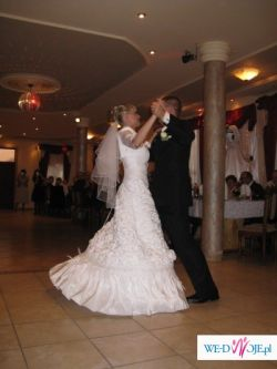 Sprzedam prześliczną białą suknię ślubną + bolerko za 150 zł
