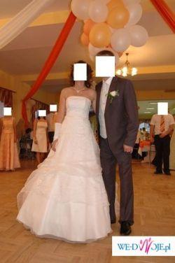 Sprzedam śliczną białą i delikatną suknię ślubną