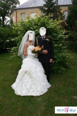 sprzedam śliczną suknię ślubną dwuczęściową szytą w salonie