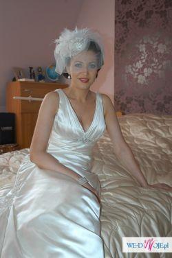 Sprzedam suknię Allure Bridals 2010 (z welonem i halką)