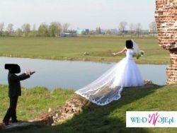 Sprzedam suknię firmy Lissa Ferera+ welon , biała, nie uszkodzona, z trenem