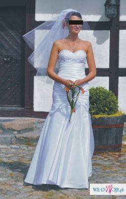 Sprzedam suknię ślubną r. 38-40 dla os.szczupłej w wysokiej 180cm