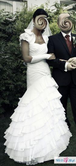Sprzedam suknie ślubną typu hiszpanka oraz buty, welon, rękawiczki