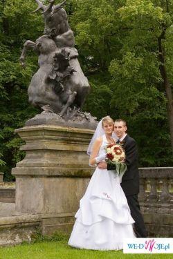 Sprzedam suknię ślubną w bardzo dobrym stanie w kolorze białym :)