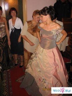 """Sprzedam suknię ślubną w """"innym"""" kolorze"""