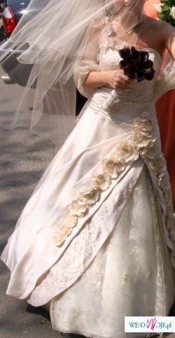 Sprzedam suknię slubną w kolorze jasnego cappucino, mieniąca się złotem z dodatk