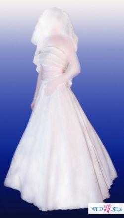 Sprzedam suknie slubną w kolorze lekkiego ecru .