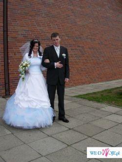 Sprzedam suknię ślubną z niebieskimi dodatkami