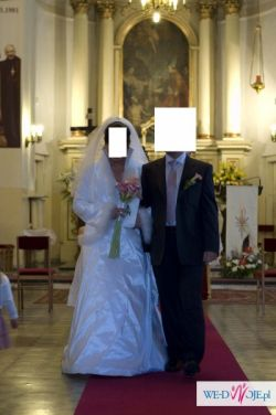 Sprzedam suknię ślubną ze stójką, rozmiar 40-42,  plus GRATISY