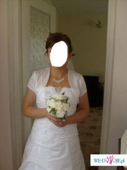 Sprzedam suknię z marszczeniami i ozdobnymi kwiatami