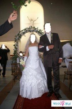 Sprzedam tanio śliczną białą suknię  rozm.36/38, dwa welony