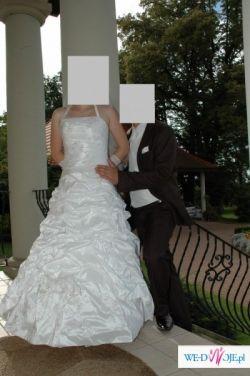 Sprzedam wygodną i śliczną suknie ślubna oraz kamizelke żakradowa białą.