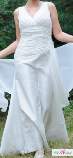 Sprzedam zwiewną, subtelną i uwodzicielsko delikatną suknię ślubną.