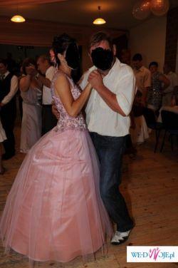 Strojna wieczorowa suknia, idealna na 2-gi dzień wesela dla panny młodej