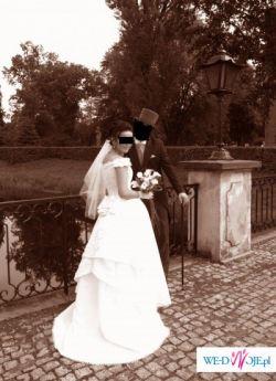 stylowa suknia ślubna z trenem
