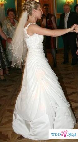subtelna i piękna suknia ślubna