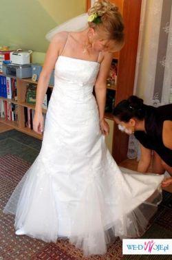subtelna suknia biała sposabella zdobiona dla drobnej