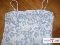 Sukienka ołówkowa w błękitne kwiaty