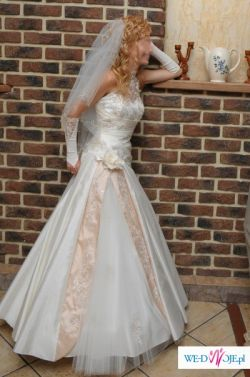 suknia dla filigranowej panny młodej