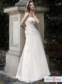 Suknia dla kobiet lubiących prostotę i elegancję
