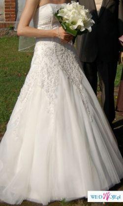 suknia pokryta kryształkami na bardzo szczupłą i wysoką dziewczynę