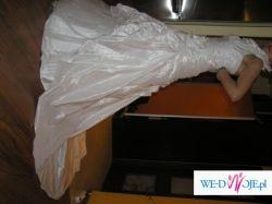Suknia ślubna biała LULU jednoczęściowa z trenem, zapinana na szyję