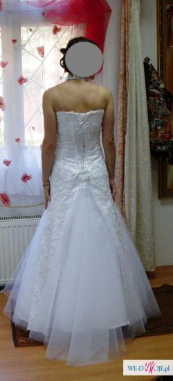 Suknia ślubna dla niskiej i drobnej kobiety