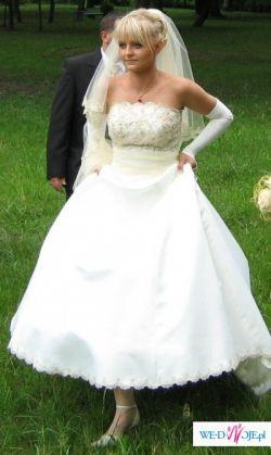 Suknia ślubna ecru z trenem i szalami