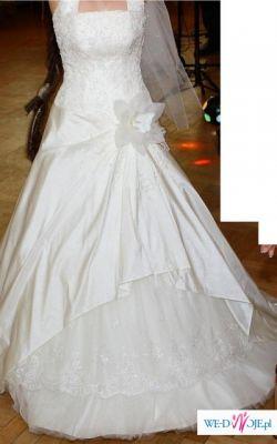 Suknia ślubną EmmiMariage ze wszystkimi dodatkami
