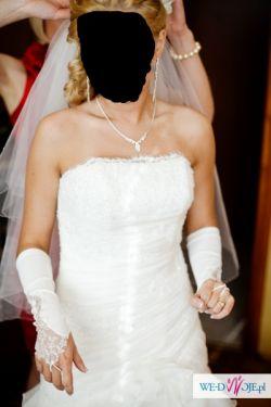 Suknia ślubna hiszpanka z rozporkiem